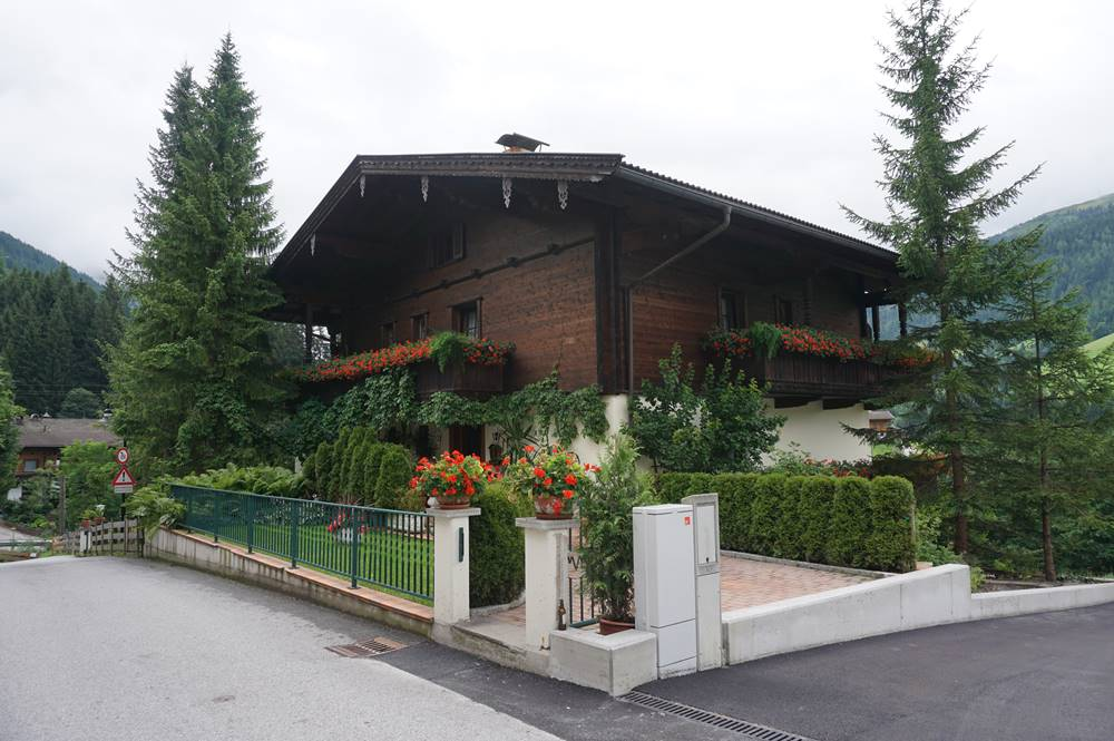 Wohnhaus im althergebrachten Baustil in Alpbach