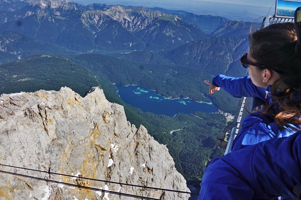 Aussicht vom Gipfel der Zugspitze auf den Eibsee
