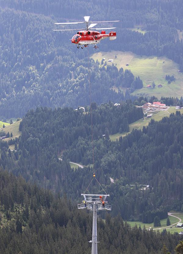 Hubschraubertransport der Gondelstützen