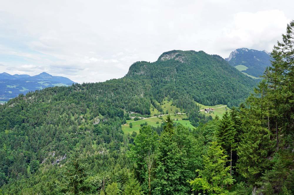Ausblick während der Fahrt mit dem Kaiserlift Richtung Kaisertal und Teufelskanzel