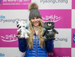 Lindsey Vonn mit den Maskottchen der Olympischen Spiele 2018