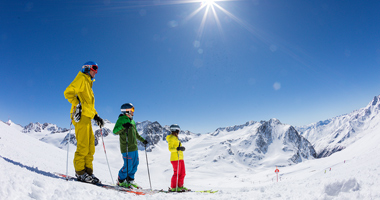 Skifahrer im Schnalstaler Gletscher