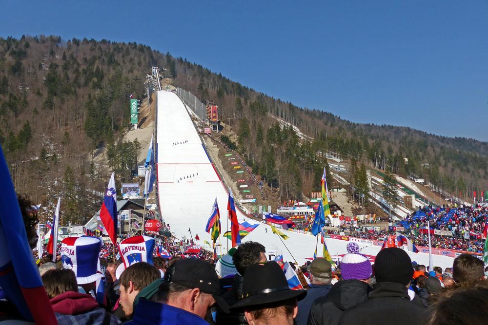 Blick auf die Skiflugschanze in Planica