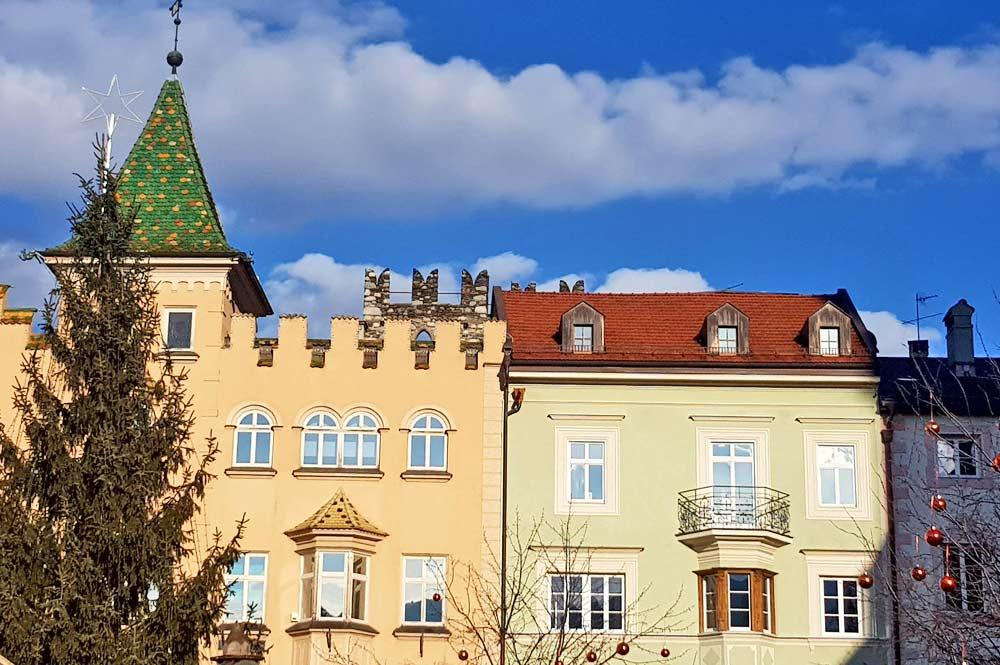 Fassade des Rathaus in Brixen am Domplatz