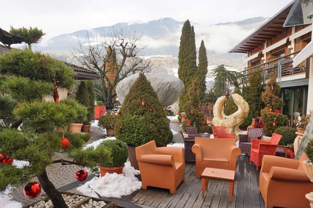 Innenhof des Hotel Traube mit Aussicht auf Brixen