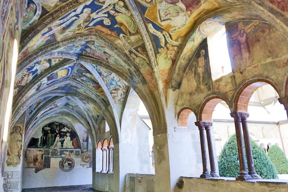 Der Domkreuzgang mit kunstvollen Fresken