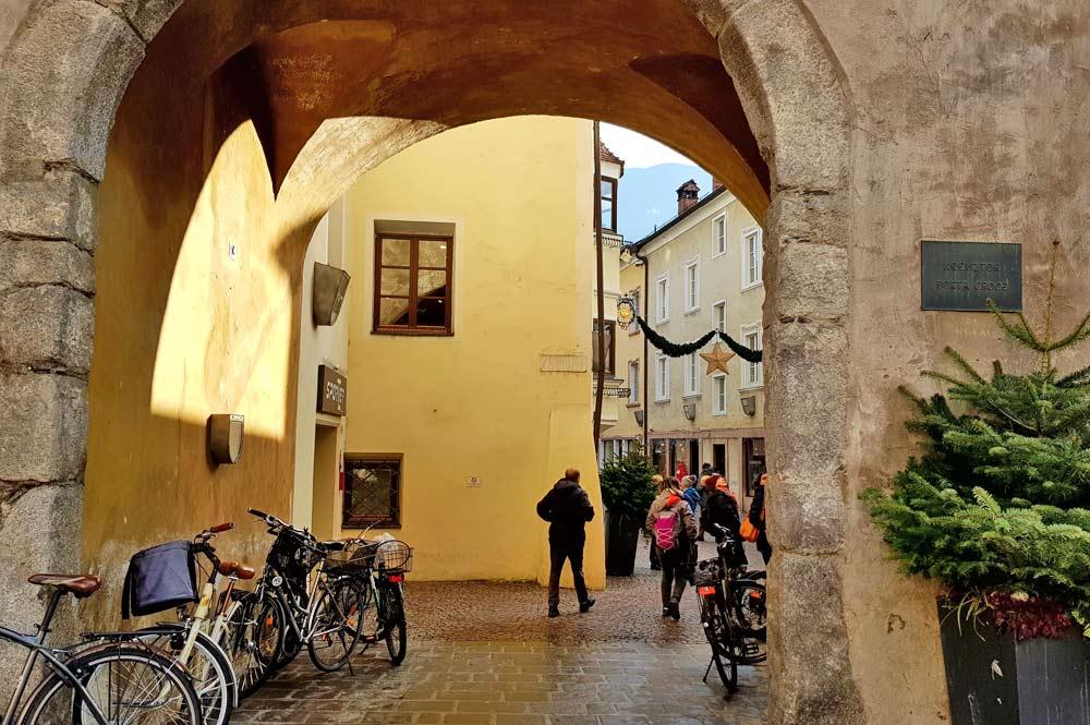 Das Kreuztor in Brixen, Durchgang zur Altstadt