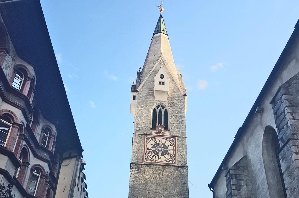 Der weiße Turm - gotischer Turm der Pfarrkirche zum hl. Michael