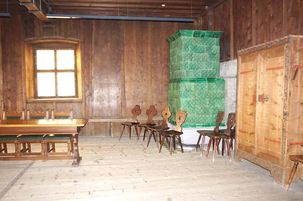 Kachelofen der Ratsstube des Sterzinger Rathauses