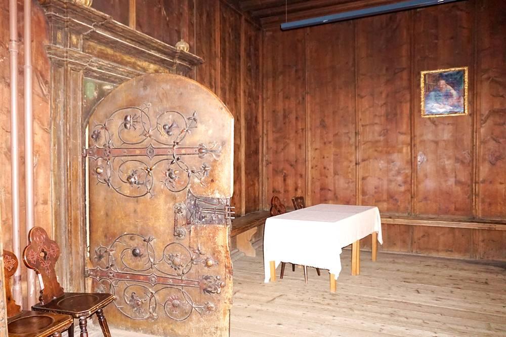 Alte Holztür des Rathauses von Sterzing
