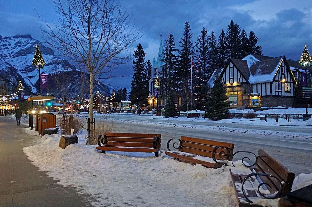Schön dekorierte Straße in Banff