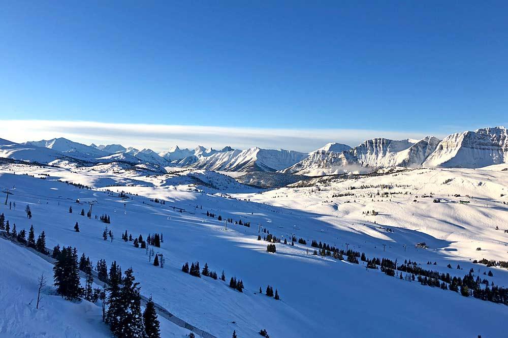 Blick über das Skigebiet Sunshine Village