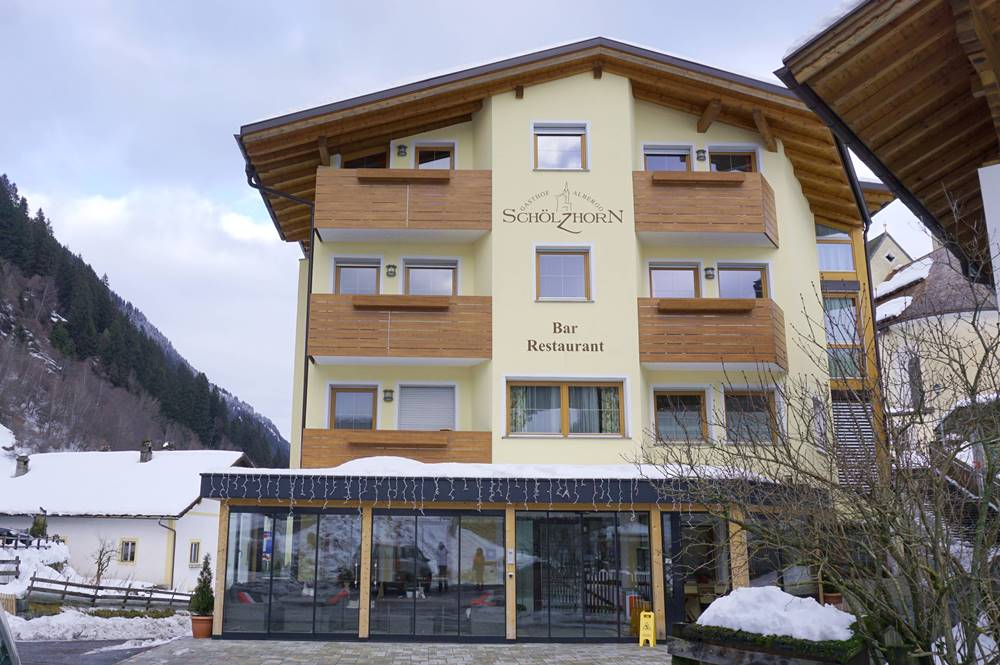 Blick auf das Hotel Schölzhorn in der Gemeinde Ratschings