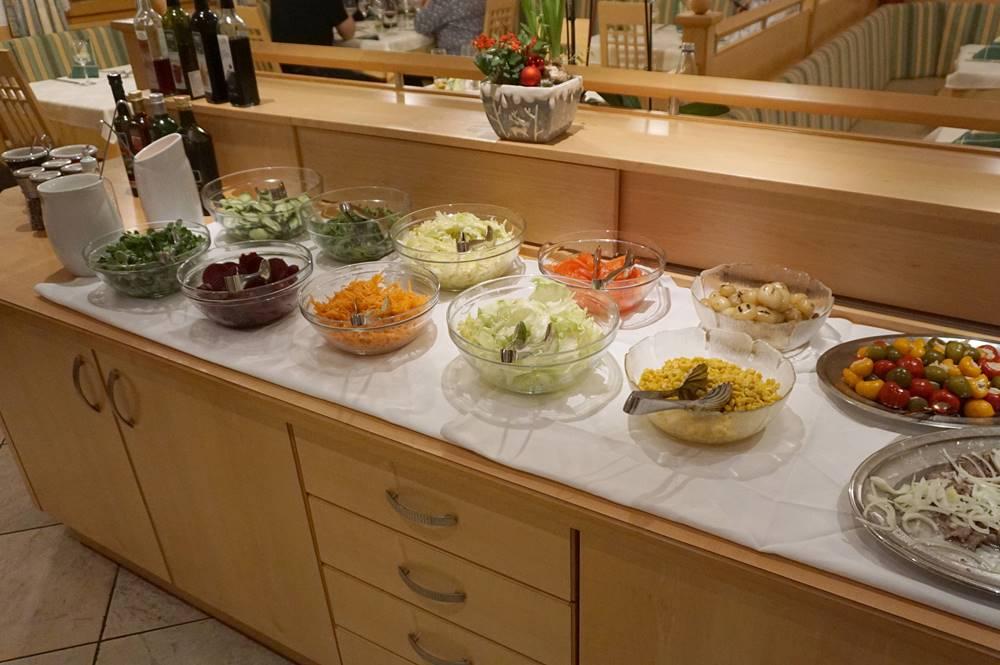Allabendliches Salatbuffet im Hotel Schölzhorn