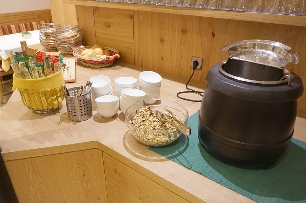 Suppe auf dem Topf im Hotel Schölzhorn