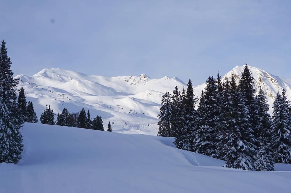 Blick über das Skigebiet Ratschings-Jaufen mit Rinneralm-Bahn und Enzian-Lift