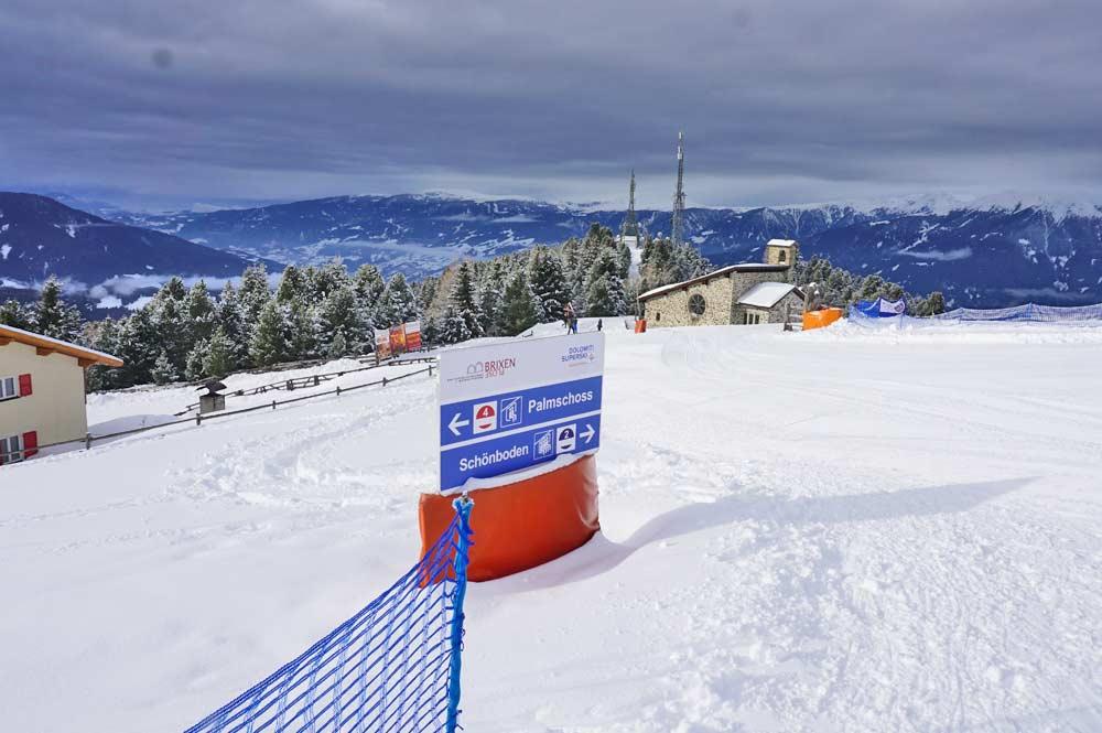Startpunkt der Schneeschuhwanderung mit Blick Richtung Cappella Valcroce