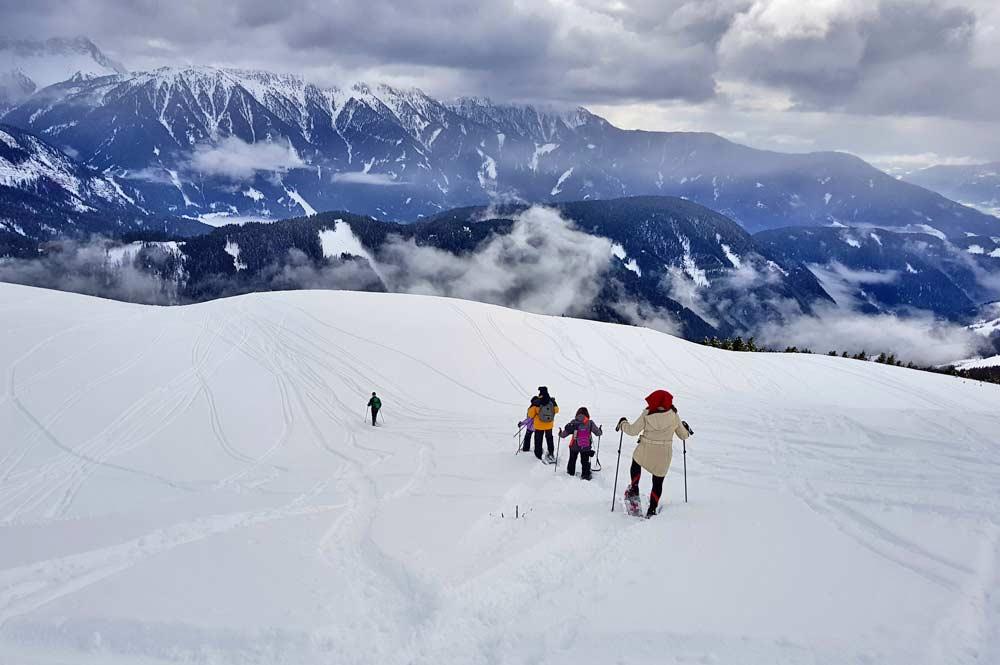 Mit den Schneeschuhen unterwegs auf dem WoodyWalk - dem Dolomiten Panoramaweg