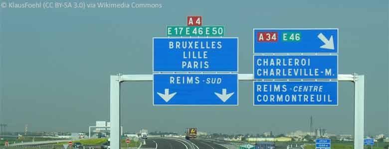 Wegweiser an der französischen Autobahn