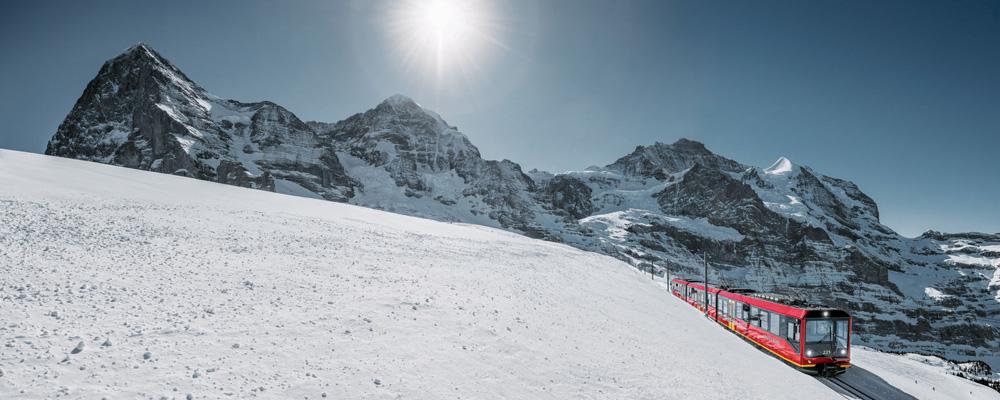 Jungfraubahn vor Eiger, Mönch und Jungfrau