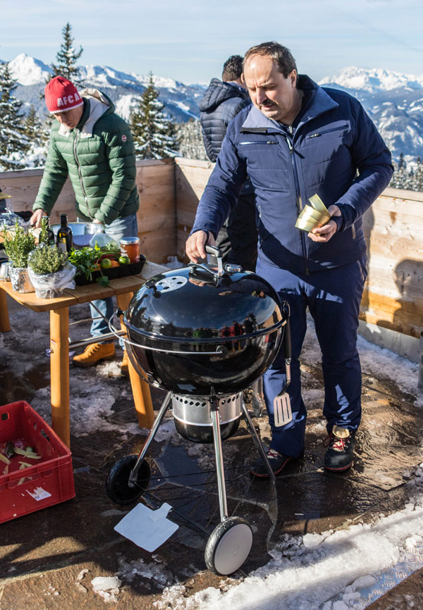 Koch Johann Lafer beim Wintergrillen in Schladming-Dachstein