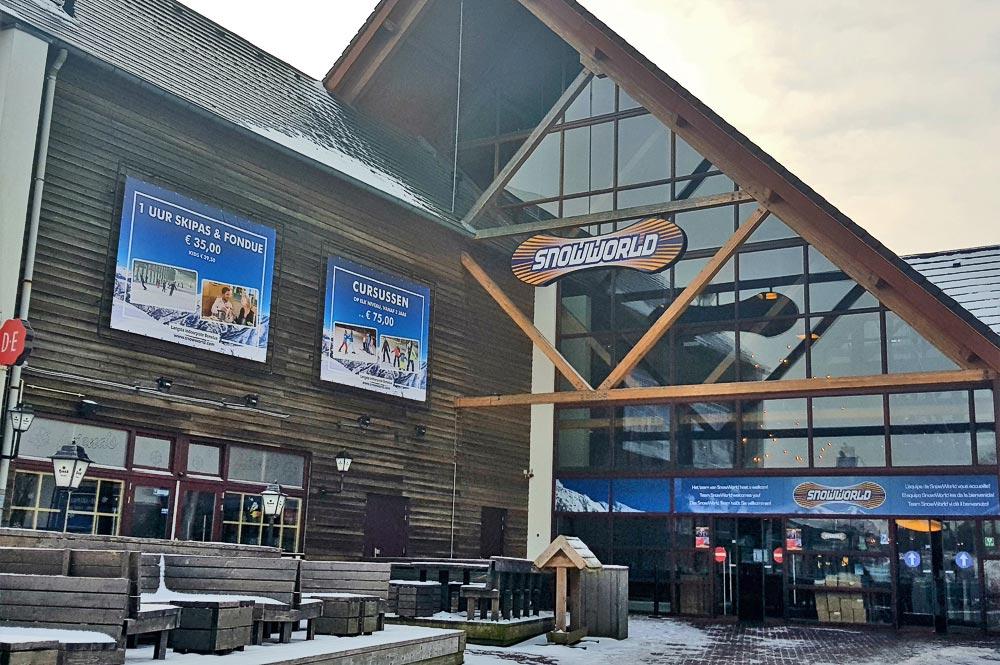 Eingang zum größten Indoor-Skiresort SnowWorld Landgraaf
