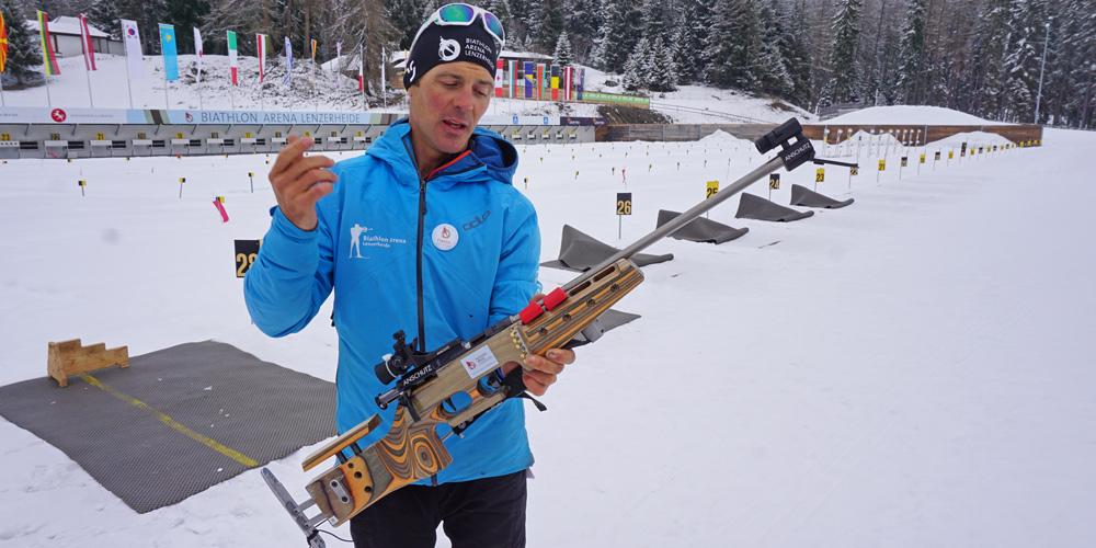 Franco erklärt die Funktionsweise des Biathlon-Gewehrs