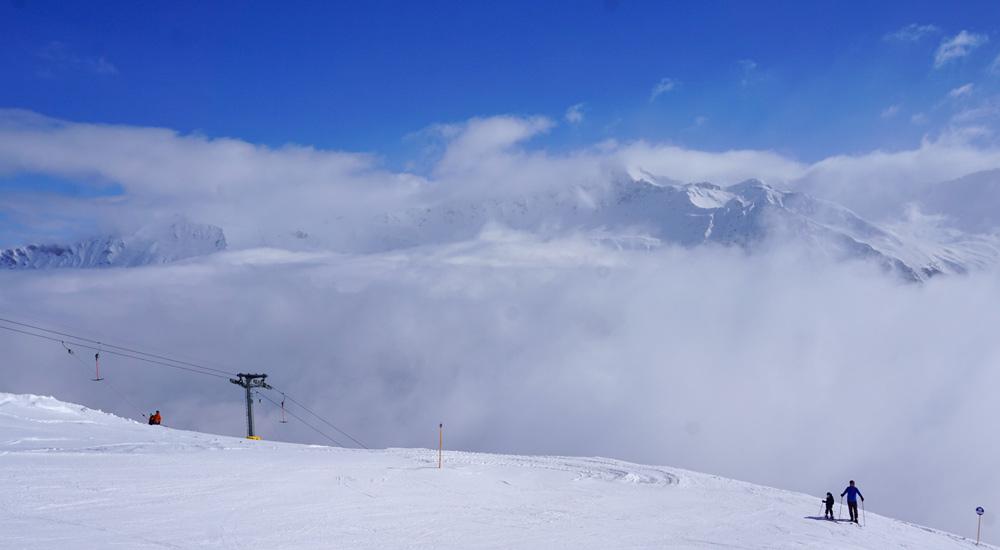 Ausblick auf die gegenüberliegenden Berge in Lenzerheide