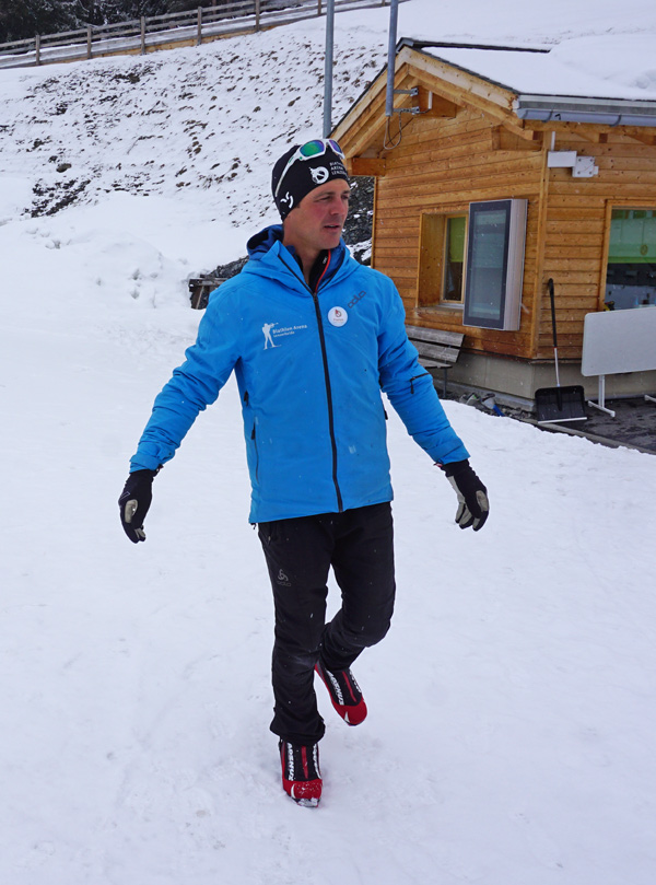 Langlauflehrer Franco bei einer Gleichgewichtsübung