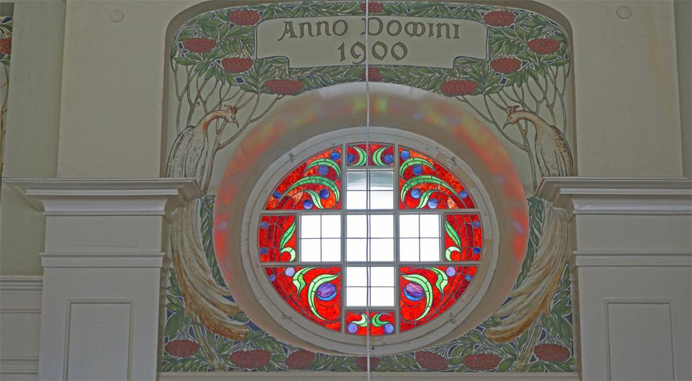 Wandgemälde und Fenster aus dem Jahr 1900 auf der Schatzalp