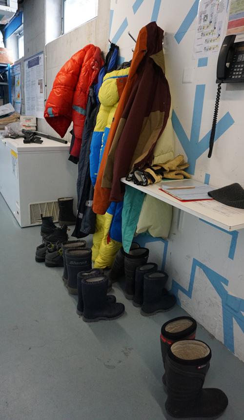 Wärmekleidung für die Benutzung der Kältekammern im SLF