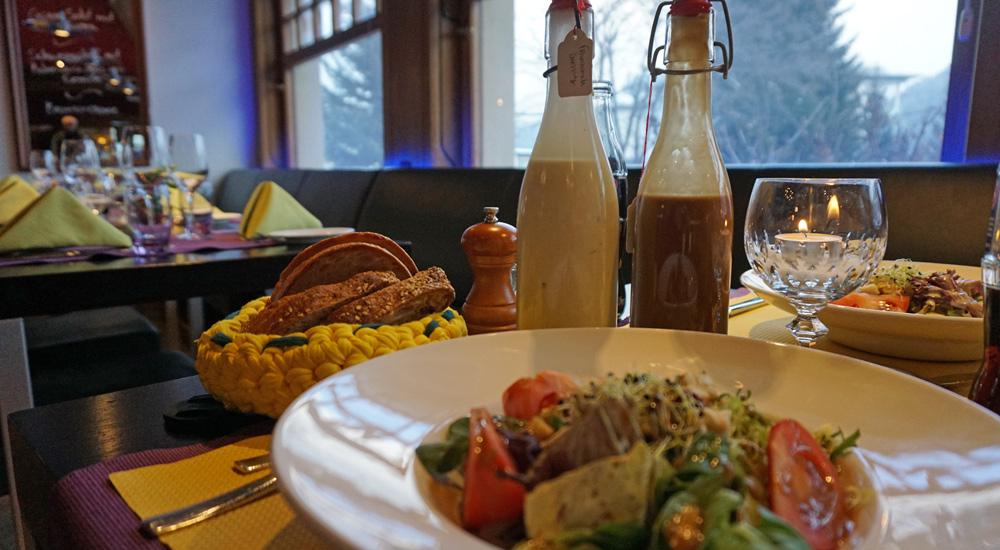 Salatteller beim Abendessen im Hotel Strela