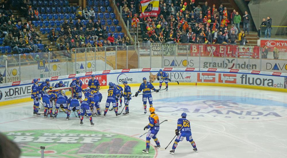 Aufwärmen der Mannschaft des HC Davos vor dem Spiel