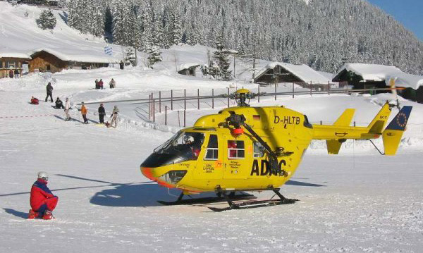 Rettungshubschrauber beim Einsatz im Skigebiet