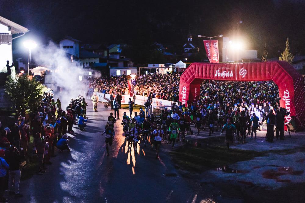 Teilnehmer beim Start des Karwendelmarschs