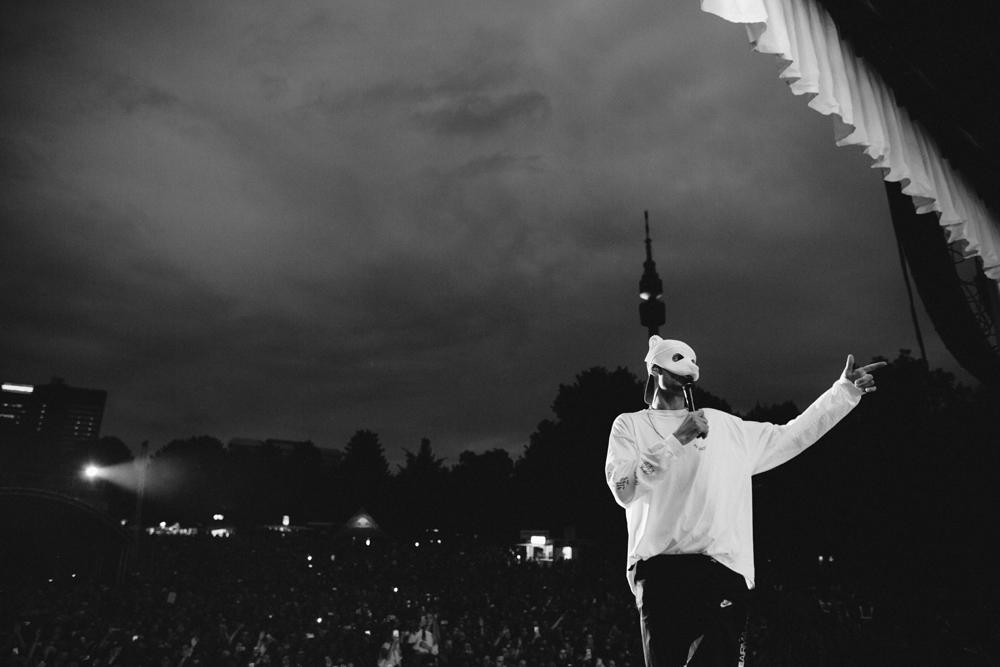 Rapper Cro auf der Bühne
