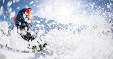 Skifahrer im Schnee in Andermatt+Sedrun+Disentis