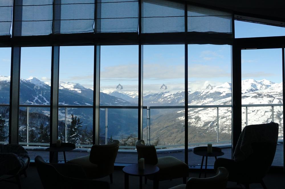 Aussicht aus dem Lounge Bereich Le Belvédère des Club Med Les Arcs Panorama Resort