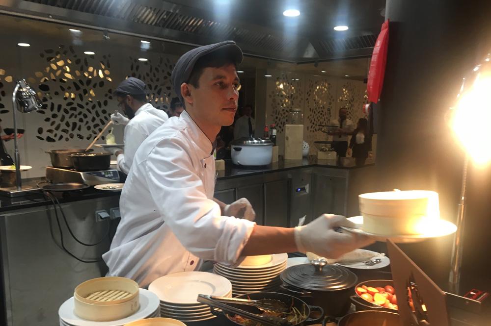 Speisen frisch zubereitet im Club Med Les Arcs Panorama