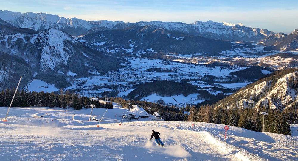 Skifahrer im Skigebiet Jenner