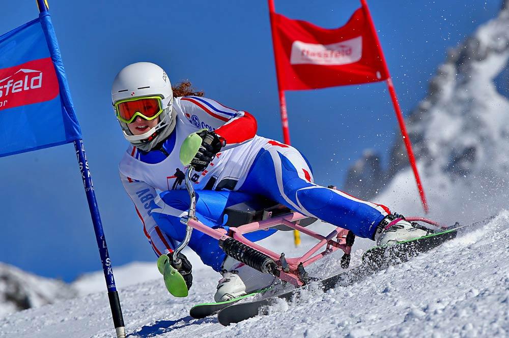 Skibob-Fahrerin Silvia Steininger bei der Abfahrt während der Skibob-WM