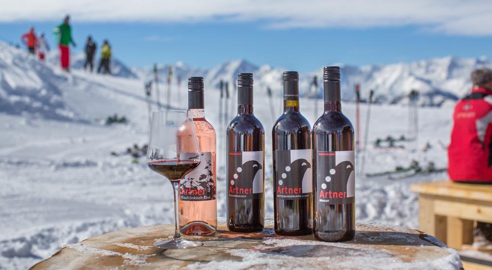 Weinflaschen auf der Schmittenhöhe bei Zell am See