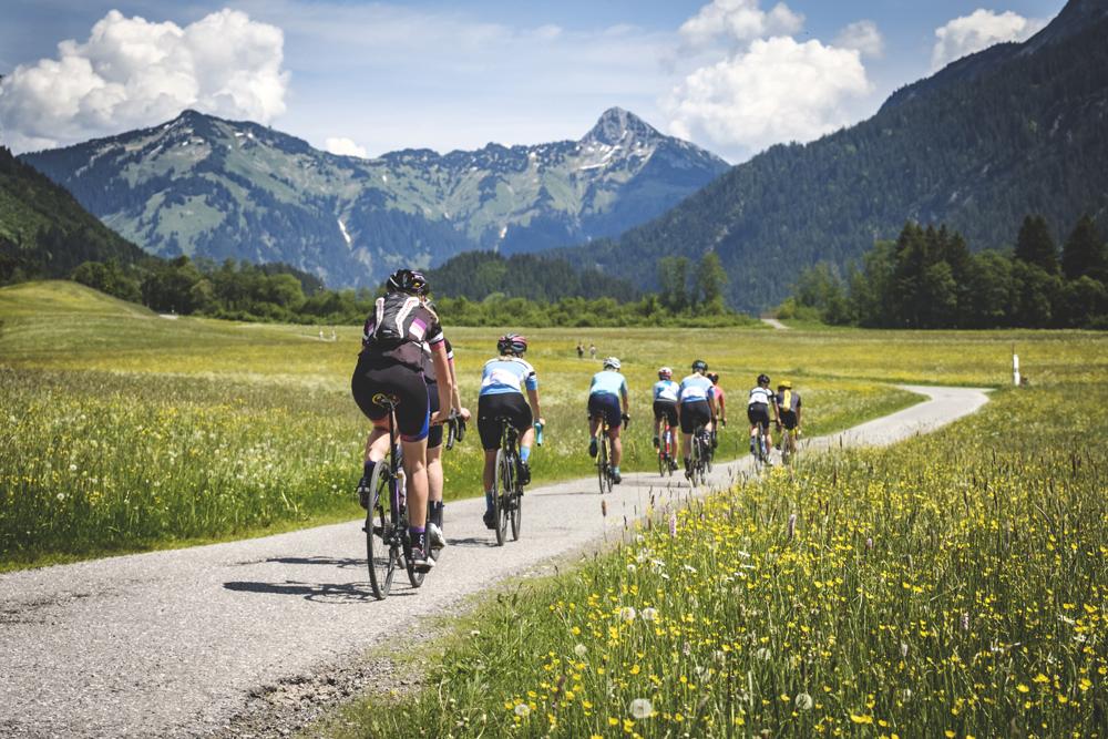 Rennrad-Fahrerinnen im Allgäu