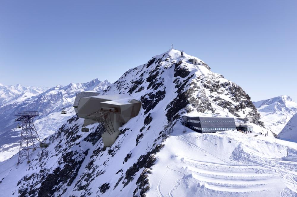 Gipfel des Klein Matterhorns mit den Bergstationen der 3-S Bahnen