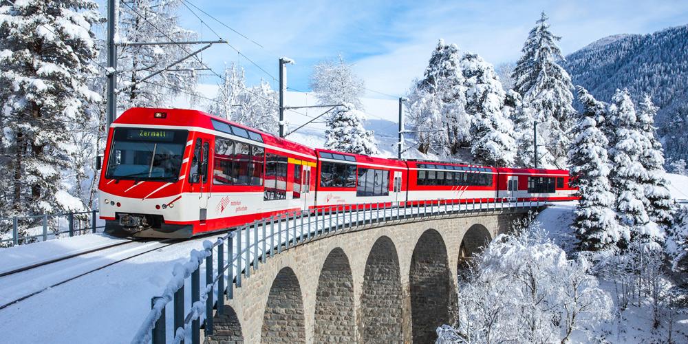 Matterhorn Gotthard Bahn auf dem Weg nach Zermatt