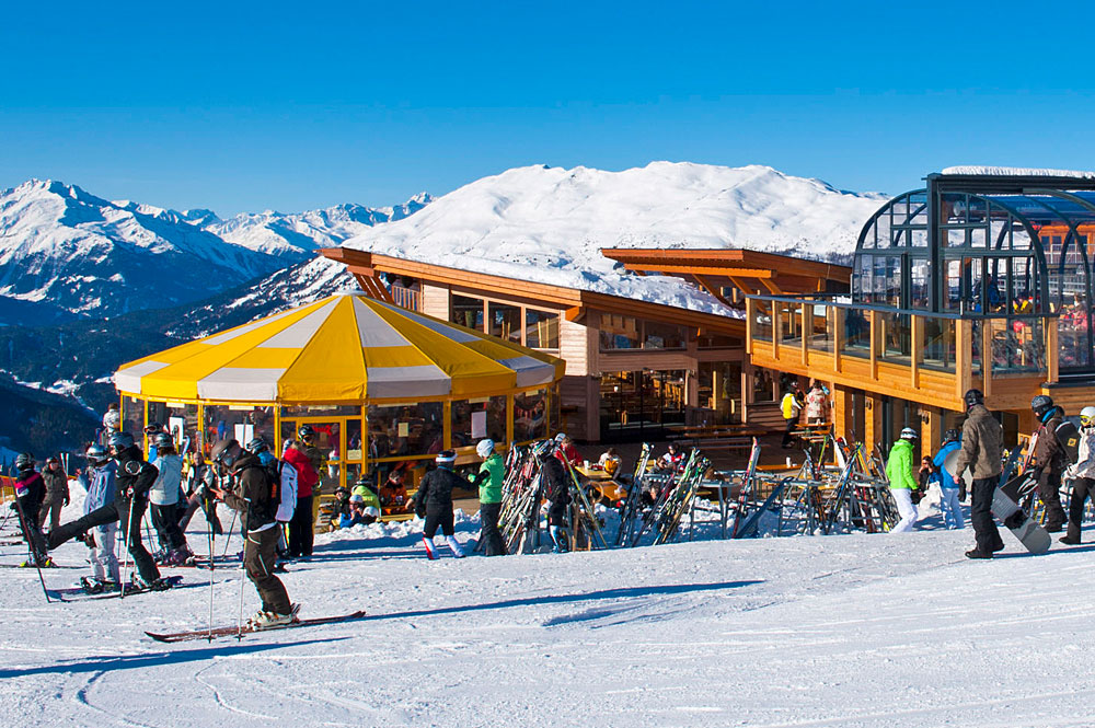 Blick auf das Zeigerrestaurant an der Mittelstation des Skigebiets Hochzeiger