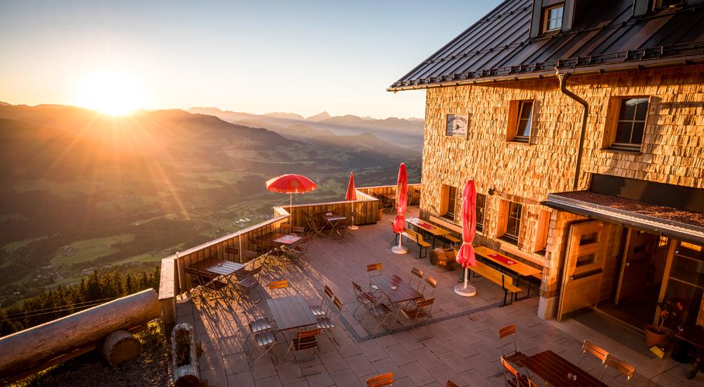 Blick von der Alpenrosenhütte auf die Bergwelt