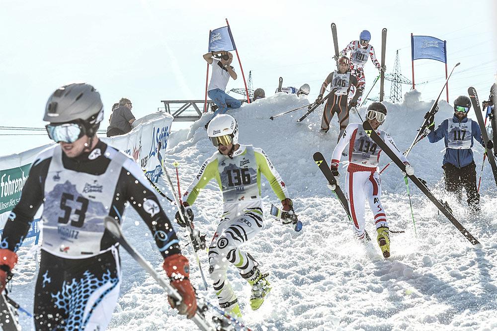 Zieleinlauf der Teilnehmer des Skirennens Der Weiße Rausch in St. Anton am Arlberg
