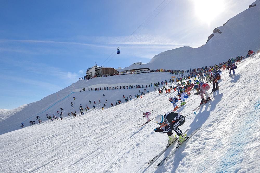 Start des Weißen Rausch-Skirennens am Vallugagrat in St. Anton am Arlberg