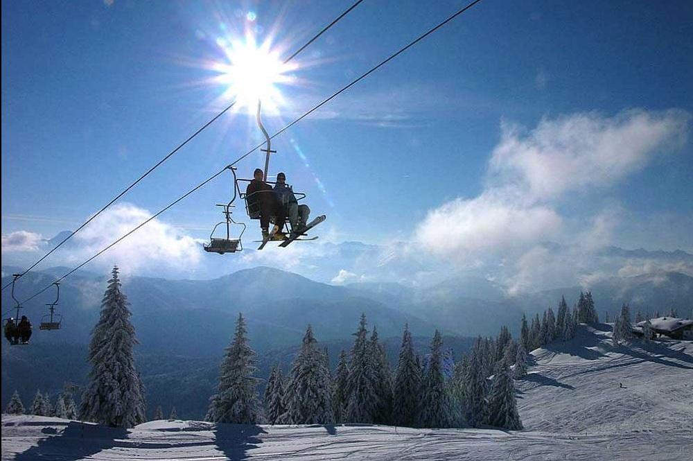 Veraltete 2er-Sesselbahn im Skigebiet Brauneck-Wegscheid